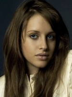Carly Chaikin- Seriesaddict
